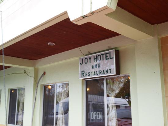 Joy Hotel : シングルの部屋です。 田舎のホテルといった感じで設備は古いですが清潔に保たれています。日本人経営ですので安心です。  下のレストランはハズレなしの味でしたので、いつもローカルの方で賑わっ