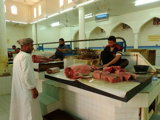 Nizwa, โอมาน: Inside the fish market