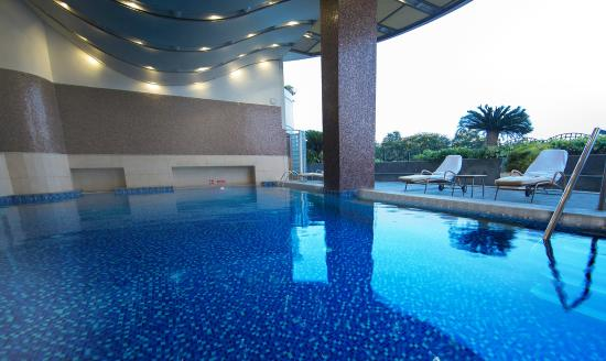 Swimming pool picture of the accord metropolitan - Metropolitan swimming pool karachi ...