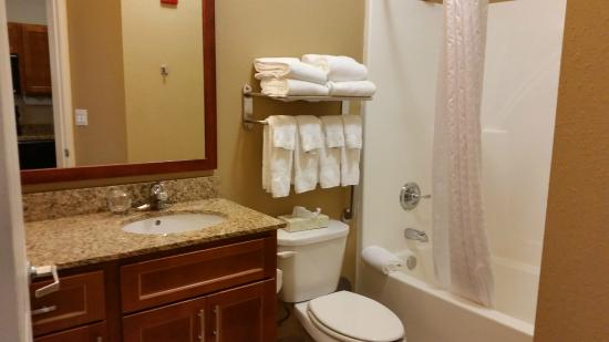 Candlewood Suites Indianapolis East: Entrance to bathroom is on an angle; room is very tight