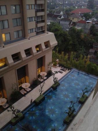 Pool view picture of hotel tentrem yogyakarta yogyakarta tripadvisor for Jogja plaza hotel swimming pool