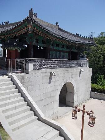 Hyehwamun Gate (Honghwamun)