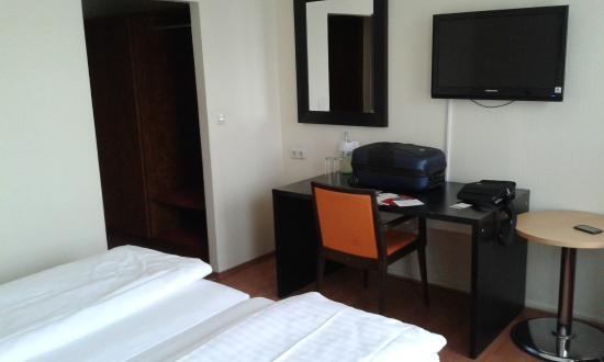 Novum Hotel Plaza Dusseldorf Zentrum: Double room
