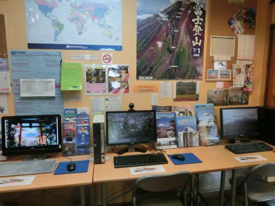 Mt. Fuji Hostel Michael's : Lobby & computer area