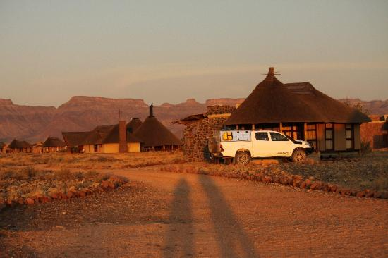 Hoodia Desert Lodge: Vue des bungalows