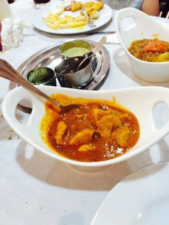 Taj Mahal Indian Restaurant: Madras and rogan josh
