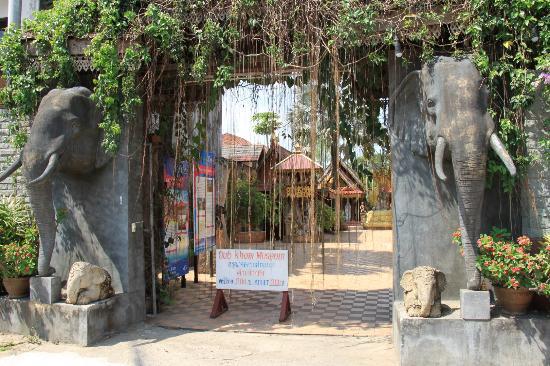 พิพิธภัณฑ์อูบคำ: The entrance of the museum