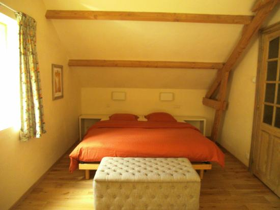 B&B Esenkasteelhoeve: Riant comfortabel bed; dubbel of single