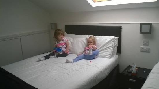 Happy Return Hotel: Our little ens loved sharing a double bed x