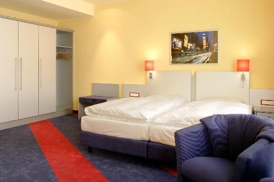 Themenzimmer Amerika - Picture of Hotel Loccumer Hof, Hannover ...