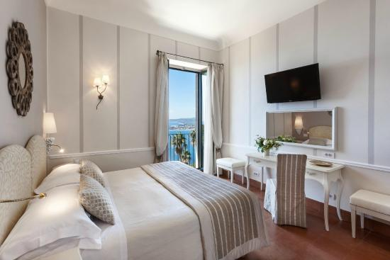 Hotel Villa Belvedere: lovely room with french balcony