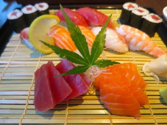 Yagura: Sahimi & sushi set