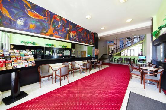 Hotel Mars: Lobby