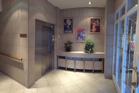 Hotel Mars: Elevator