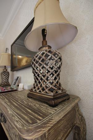 Kebur Palace Hotel: Светильник