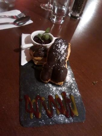 La Siesta Tapas & Bistro: Chocolate Eclair desert gave us a unintentional giggle