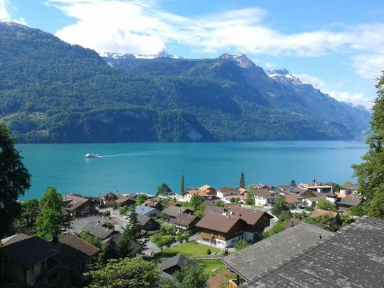 Hotel Lindenhof: view out of the room at lake brienz
