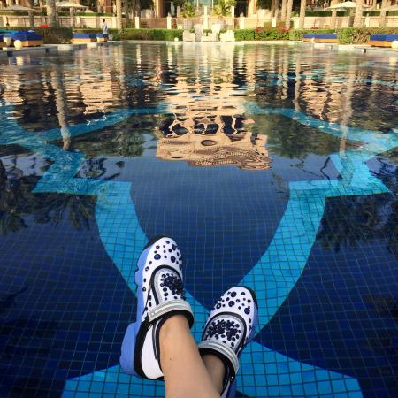 one and only swimming pool picture of one only the palm dubai rh tripadvisor co za