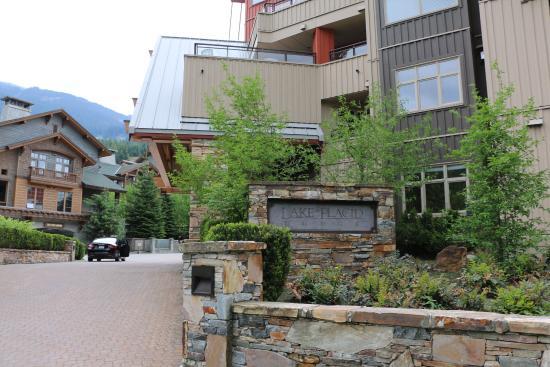 Lake Placid Lodge: Hotel at front