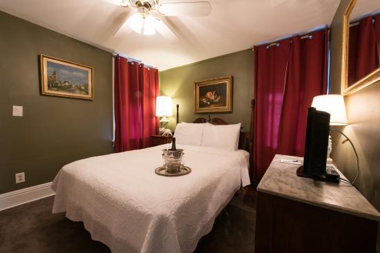 The Elephant Walk Inn: Room 8 Queen Bed