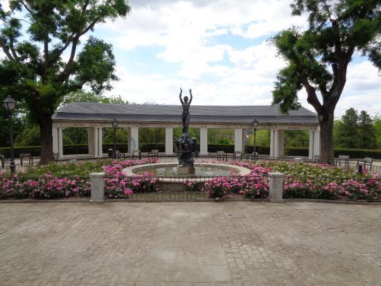 Terrace picture of jardines de las vistillas madrid for Jardines de las vistillas