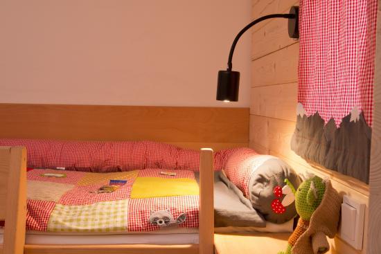 Avenon Privat-Hotel Am Steinberg: Kinderbett@Familyroom,