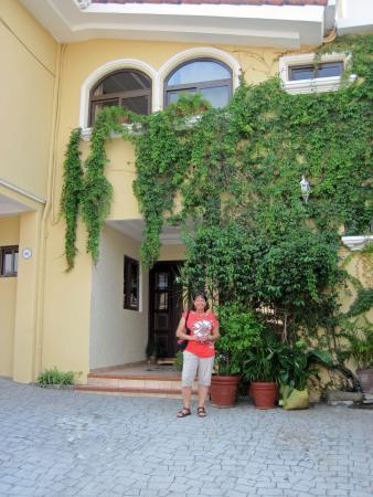 Hotel Villa Florencia: Front entry