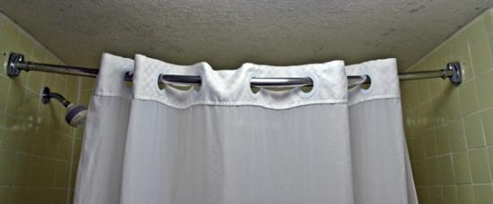Super 8 By Wyndham Ft Stockton Sagging Shower Curtain Rod Pulling Away From
