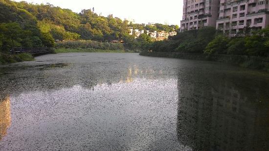 Gin Lon Lake