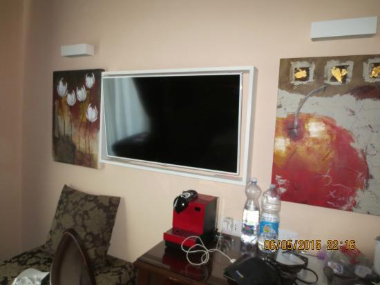 Rome 55: Room with a large LCD TV