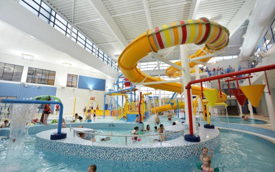 Splash park picture of huddersfield leisure centre - Swimming pools with slides in yorkshire ...