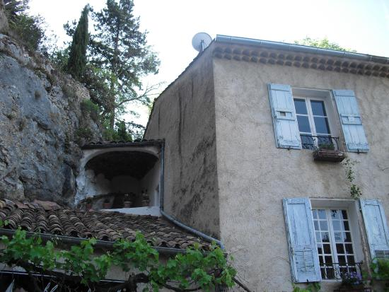 La Bouscatiere : Rooms and small terrace