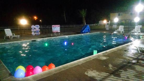 Travelodge Red Bluff : Well lit and comfortable water temperature.