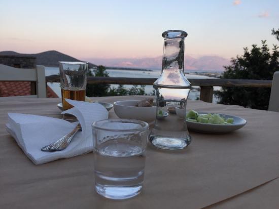 Palio Kantouni: Фантастическое место, с фантастической кухней, видом и хозяином