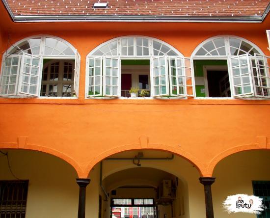 Hostel Na Putu: Our yard-side facade
