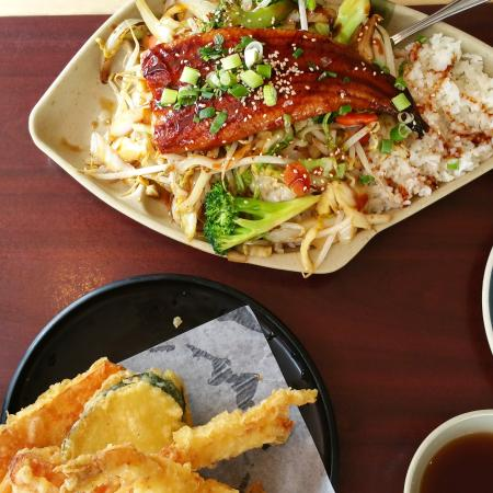 Japanese Wasabi Sushi Wonton House: Unagi don and assorted tempura. Delicious :)