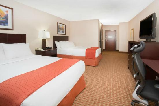 Holiday Inn Riverside- Minot : Double Guest Room