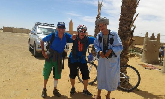 Regione di Grand Casablanca, Marocco: Biking in the desert,