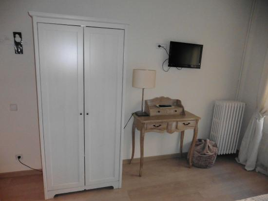 Chambre picture of blanc guesthouse barcelona tripadvisor for Chambre barcelona
