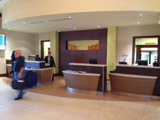 front desk check in picture of courtyard by marriott miami airport rh tripadvisor com