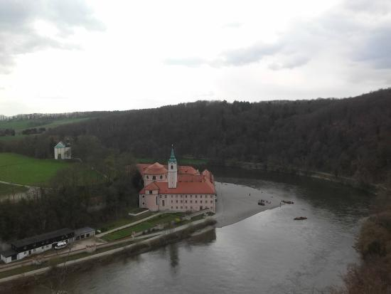 Kelheim, Deutschland: Overlooking the Weltenburg Monastery