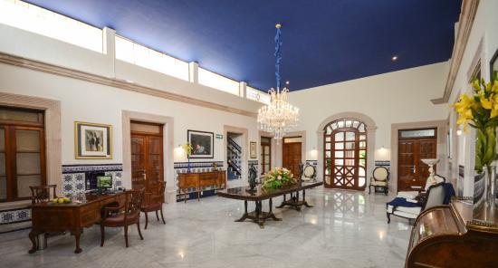 Lobby del hotel picture of casa del jardin hotel - Casa con jardin ...