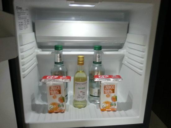 Royal Station Hotel: Freebies in the fridge