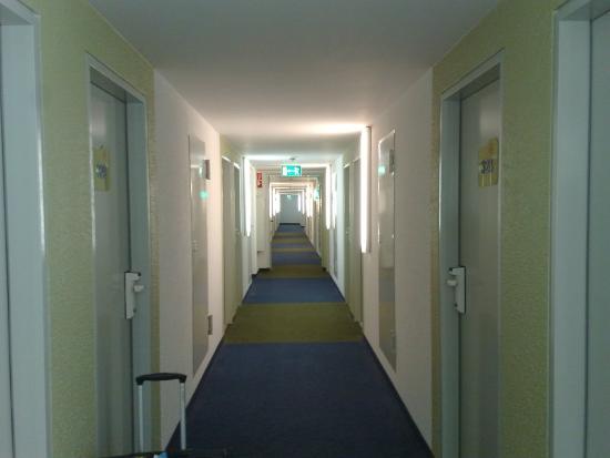 Ibis budget Hamburg Altona: Corridor