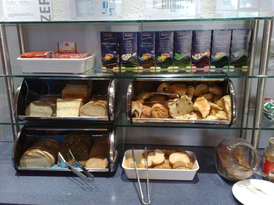 Ibis Budget Hamburg Altona: Breakfast buffet