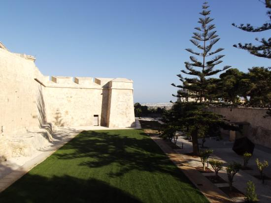 Amy's Guided Tours of Malta & Gozo - Tours: Fortified wall surrounding Mdina