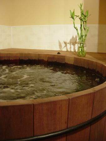 Inman Oasis: our private wooden soaking tub