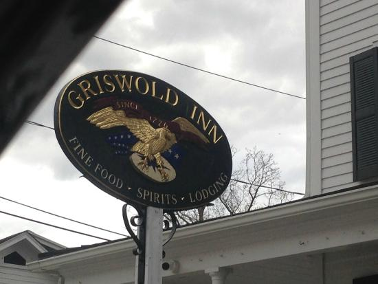 Griswold Inn: Sign