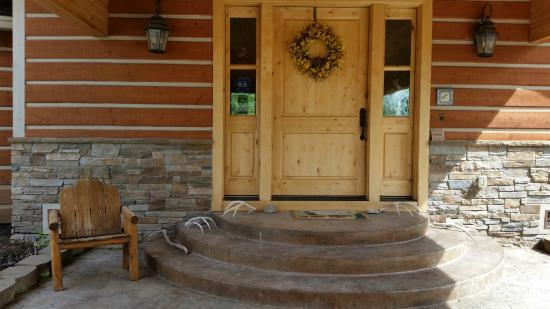 Fox Creek Inn: Front door