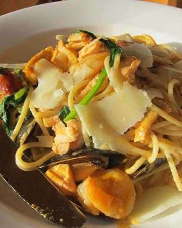 The Waterside Hotel : Seafood linguine